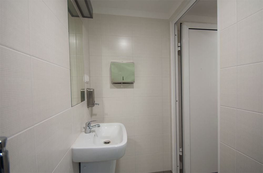 biurowa łazienka