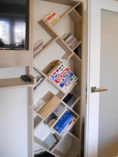 zabudowa rtv i oryginalna półka na książki