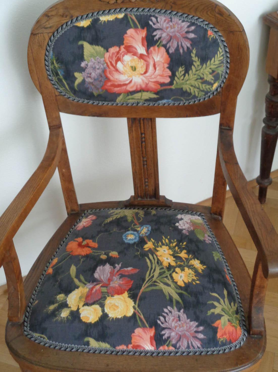 stary-fotel-dębowy